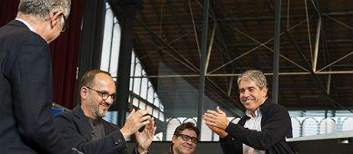 Homs, con sus colaboradores.
