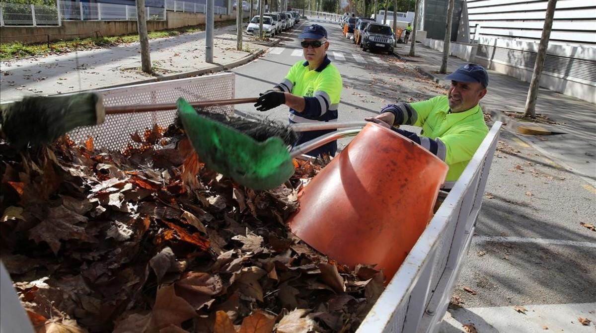 Castelldefels remunicipaliza la limpieza y la recogida de basuras