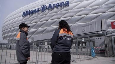 La policia demana als jugadors del Madrid que no es posin a prop de les finestres de l'autocar