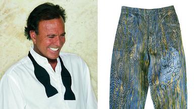 Julio Iglesias dóna els seus texans favorits per ajudar els refugiats