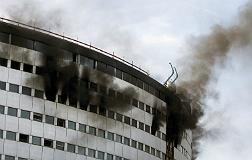 Espectacular incendio en la Casa de la Radio de Par�s