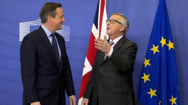 David Cameron y Jean-Claude Juncker, en Bruselas.