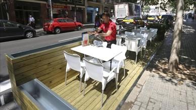 Barcelona reordena les terrasses del carrer Marina entre la Diagonal i la Meridiana