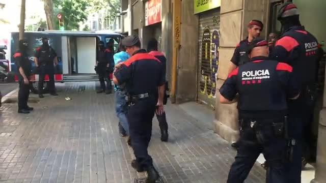 Set detinguts en una operaci� contra el 'top manta' a Barcelona