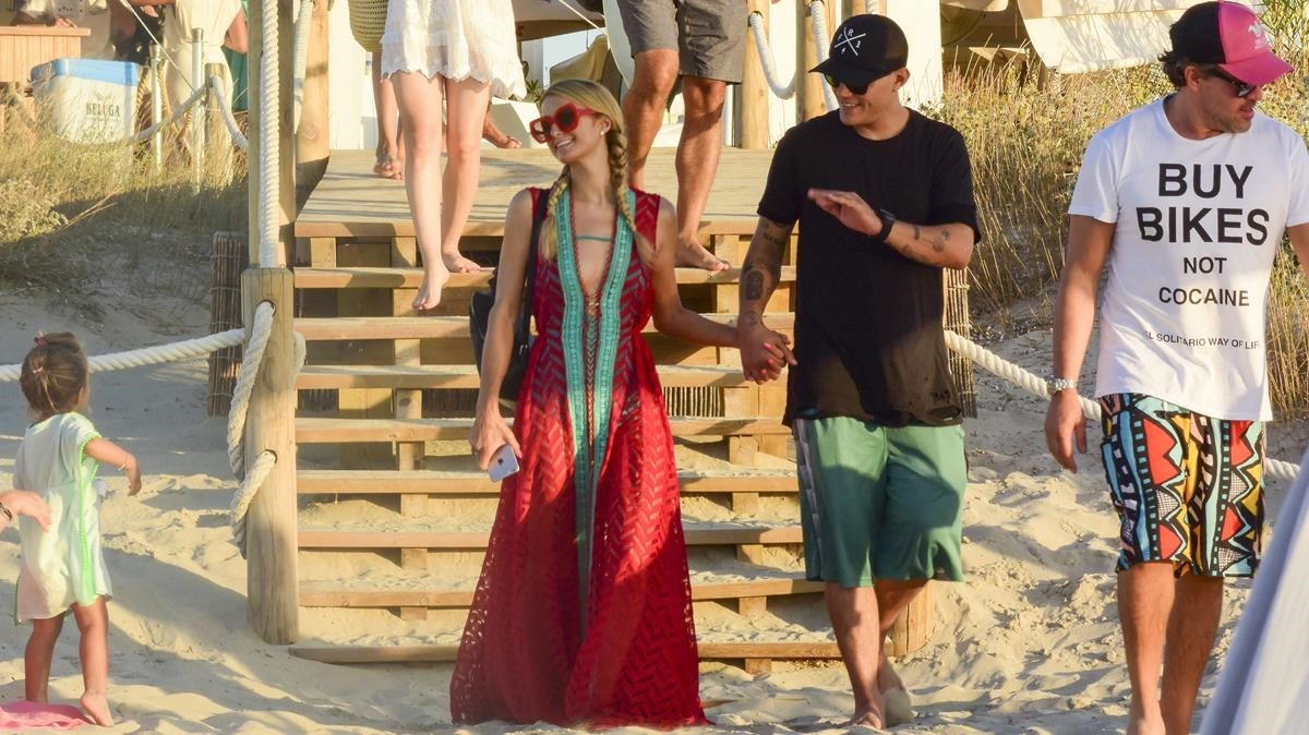 lmmarco39798488 paris hilton and chris zylka in formentera on friday 11th a170825142416