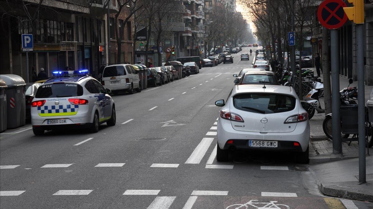 zentauroepp14862209 barcelona 06 01 2011 carril bici lleno de coches mal ap171222180643