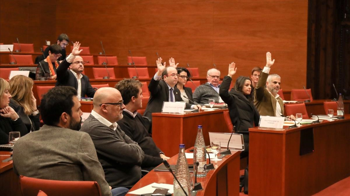 zentauroepp41420726 barcelona parlament 27 12 2017 votaci recurs 155 foto r171227113113
