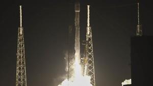 Despegue del satélite espía Zuma, propulsado por un cohete de SpaceX, en Cabo Cañaveral