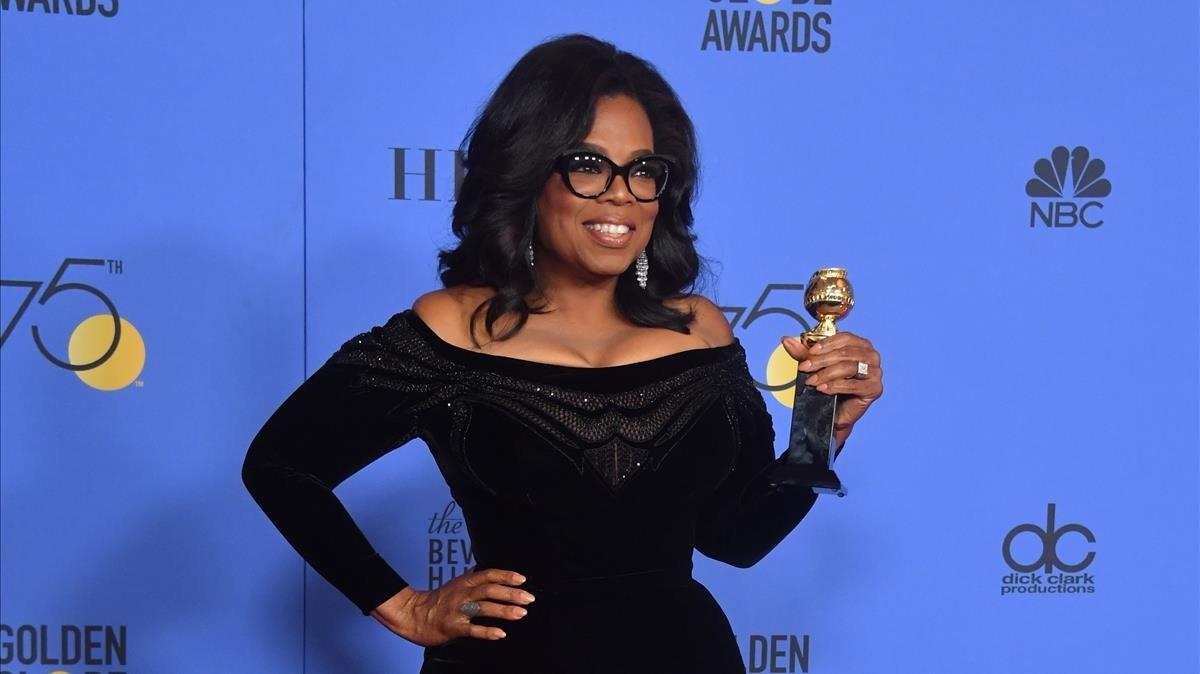 Oprah Winfrey, con un premio en la gala de los Globos de Oro, el pasado 7 de enero.