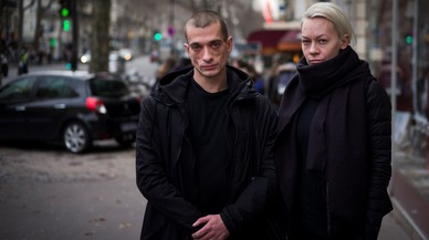 El artista rusoPiotr Pavlenski y su esposaOksana Chaliguina.