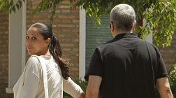 La cantante Isabel Pantoja acompa�ada de su hermano Agust�n, en su regreso a prisi�n tras disfrutar de su primer permiso, en el Centro Penitenciario de Mujeres de Alcal� de Guadaira (Sevilla), el d�a 5.