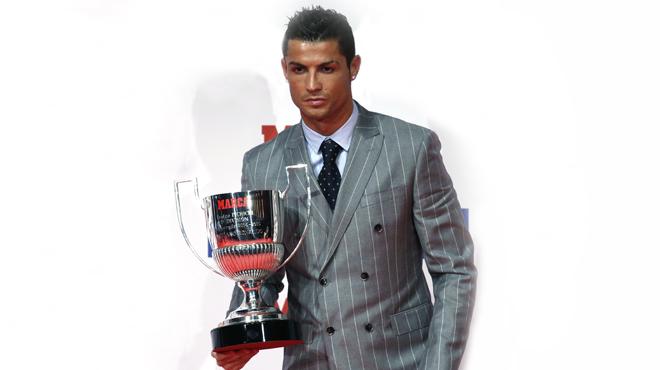 El delantero brasile�o del Real Madrid recoge el Trofeo Pichichi.
