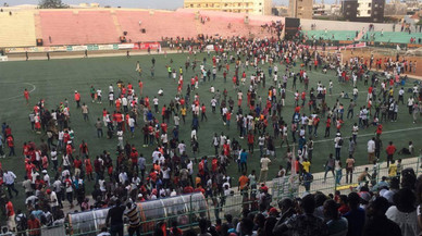 Almenys nou morts en un estadi de Dakar per una allau després d'una baralla