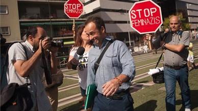 Las pancartas de Stop Feminazis en el caso de Juana Rivas incendian Twitter