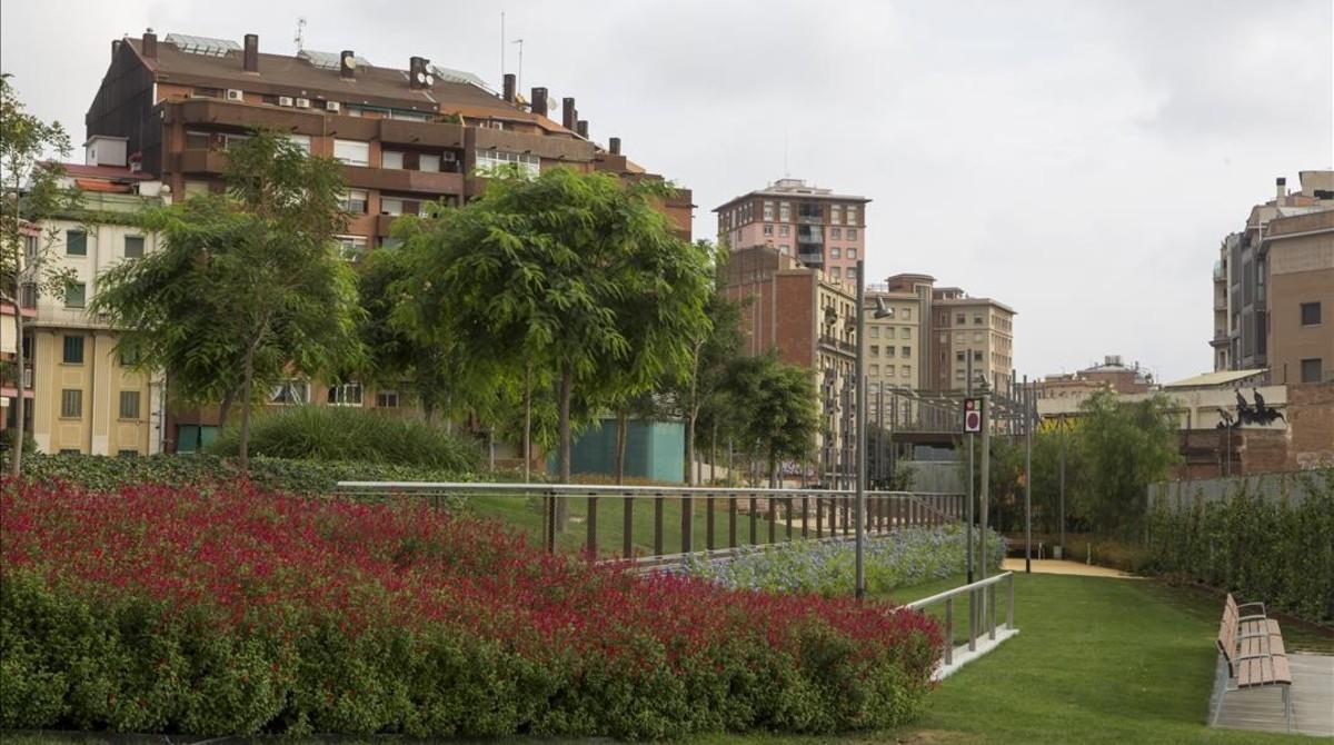 As es el nuevo jard n elevado de barcelona en sants - Jardines de barcelona ...