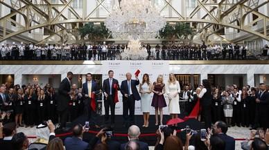 Trump inaugura el seu hotel a Washington a dues setmanes de les eleccions