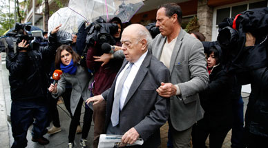 Jordi Pujol, esta mañana, a la salida de su casa.
