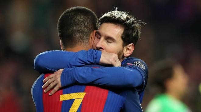 Leo Messi le agradece a Arda Turán su pase.