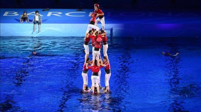 El sant jordi se inunda de alegor as para inaugurar los for Piscinas sant jordi barcelona