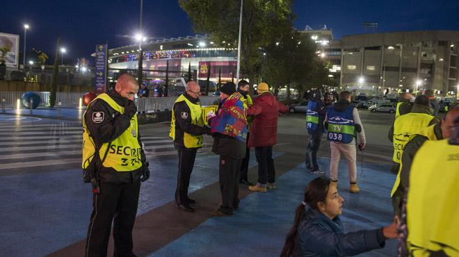 Medidas de seguridad extraordinarias previas para el partido de champions entre el FC Barcelona y la Roma en el Camp Nou.