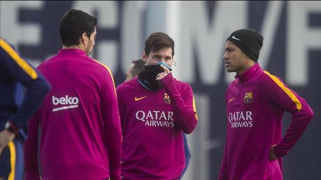 Messi, Su�rez y Neymar charlan en el �ltimo entrenamiento previo a la visita del Celta.