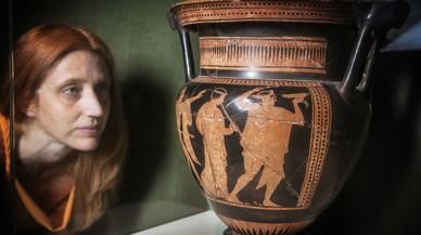 Cer�mica �tica de Emp�ries, con representaciones dionisiacas, expuesta en el Museu d'Arqueologia.