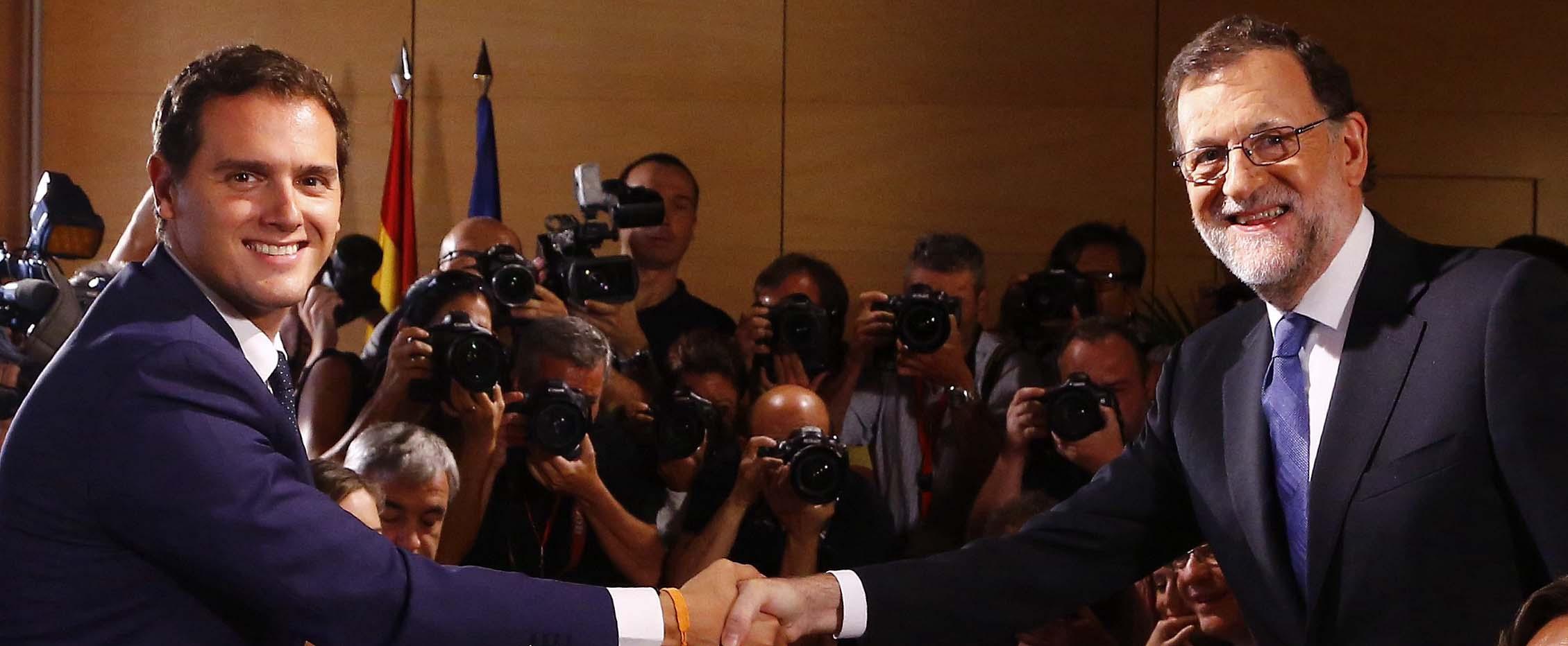 Rajoy y Rivera tratan de atrapar a S�nchez con un reguero de medidas sociales