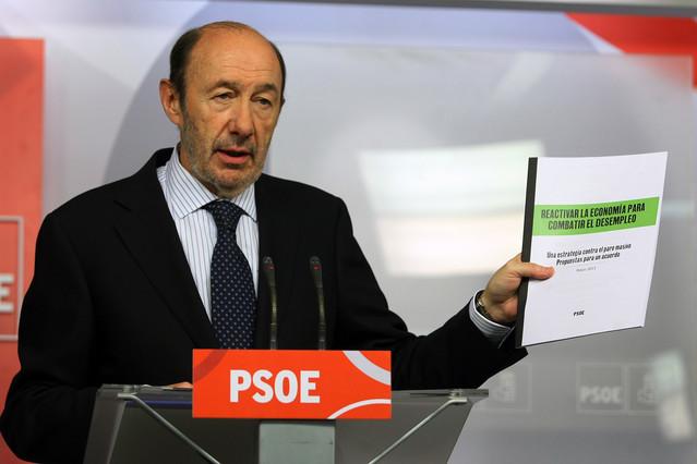Rubalcaba env�a a Rajoy su propuesta de Pacto de Estado