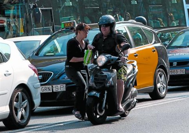 El RACC avala que las motos usen el carril bus sin legislar