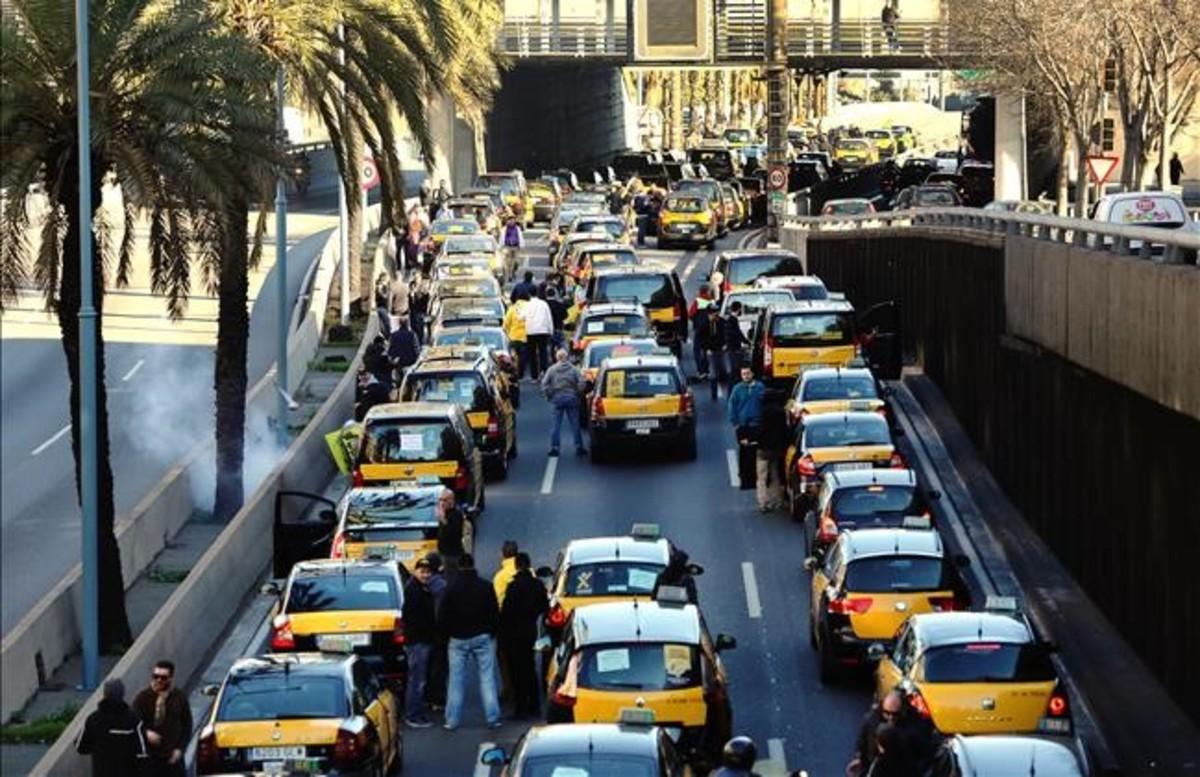 En directo el paro del taxi en barcelona for Oficina del paro barcelona