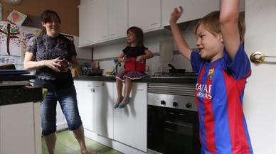 Mares expulsades al carrer a Barcelona (no importa el barri)