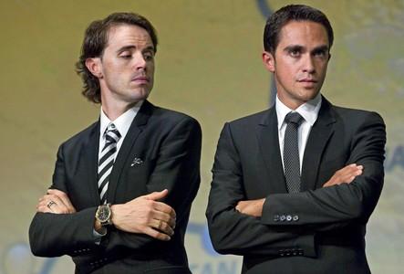 Els ciclistes espanyols Samuel Sánchez (esquerra) i Alberto Contador assisteixen a la presentació del recorregut del Tour de França del 2012.