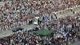 Fotografía aérea de la llegada de la comitiva papal a la plaza Antonio Maceo.