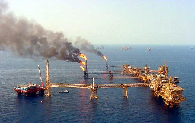 Una plataforma de la Compañía Mexicana de Petróleos Méxicanos (Pemex) que opera en el Golfo de México.