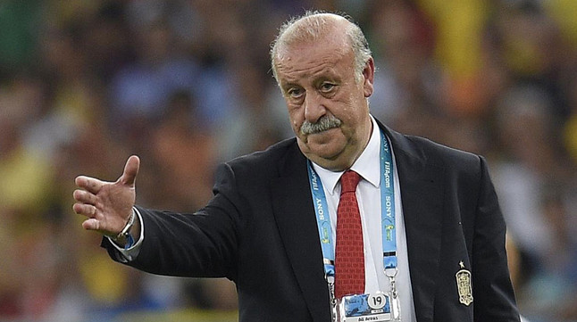 Vicente del Bosque da instrucciones a sus jugadores durante el partido contra Chile en Maracaná.
