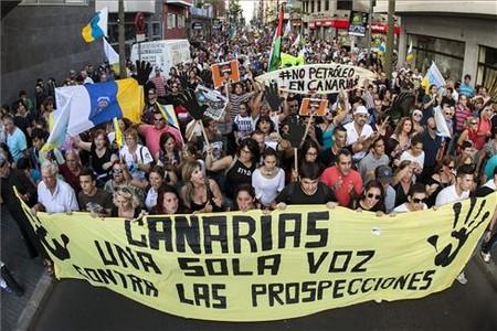 Manifestaci�n por las calles de Las Palmas de Gran Canaria contra la declaraci�n aprobada por el Ministerio de Medio Ambiente.