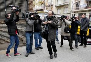 Antonio Baños, ayer, a su llegada al consejo político de la CUP.