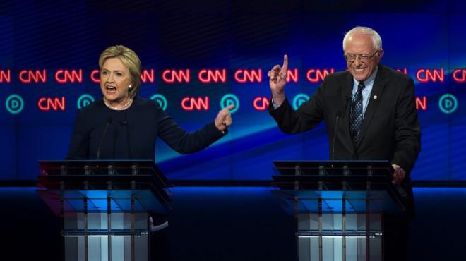 Sanders pressiona Clinton en un debat molt dur