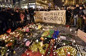 Homenaje a las víctimas de los atentados en la plaza de la Bolsa en el centro de Bruselas.