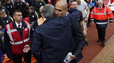 Guardiola dóna el primer cop a Mourinho a la Premier