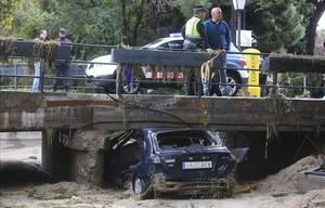 Vehicle en què va morir un veí de Mataró al ser arrossegat per laigua a la riera de Cabrils.