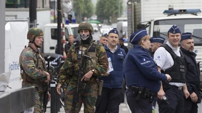 La policia deté a Brussel·les un home amb un cinturó d'explosius fals
