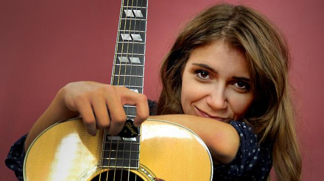 La cantante Carmen Boza interpreta 'Salpicaduras' en ac�stico directo