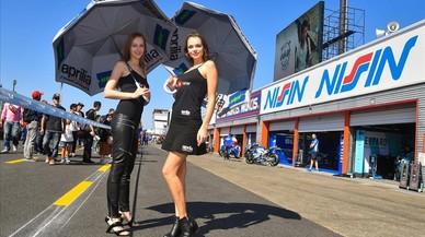 La Fórmula 1 y el Mundial de Motociclismo llevan a Barcelona la polémica de las azafatas