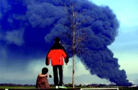 Susto en el Vallès por un gran incendio en una nave de Polinyà