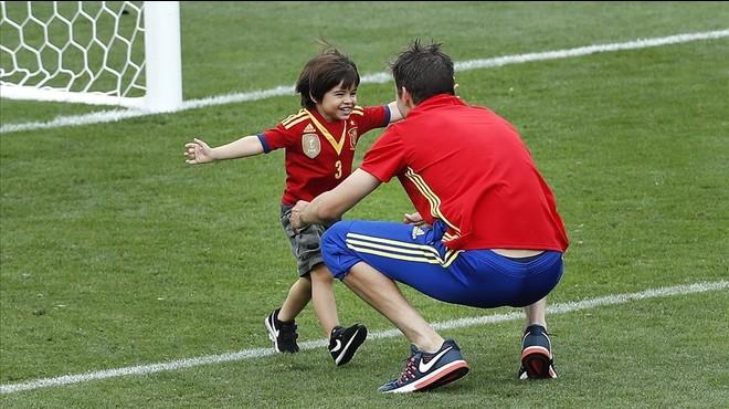 """Piqué: """"El meu fill és a la grada amb la samarreta d'Espanya"""""""