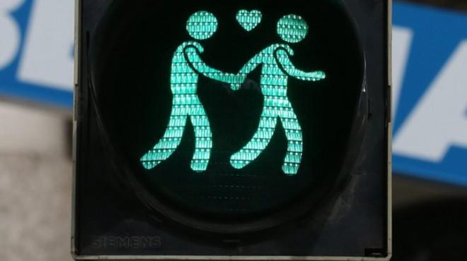 Icono de una pareja homosexual en los sem�foros de una ciudad austriaca.