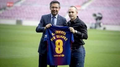 Iniesta renova pel Barça de per vida