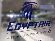 El logo de Egyptair en un mostrador de la aerol�nea en el aeropuerto Charles de Gaulle.
