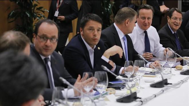 """Els líders de la UE arriben a un acord """"unànime"""" per evitar el 'Brexit'"""